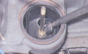крепление шпильки маслоотделителя