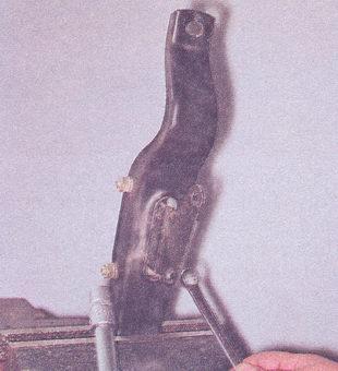 крепление задней опоры двигателя ваз 2107