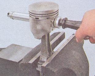 установка пальца в поршень ваз 2107