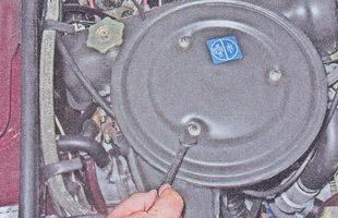 крышка воздушного фильтра автомобиля ваз 2107