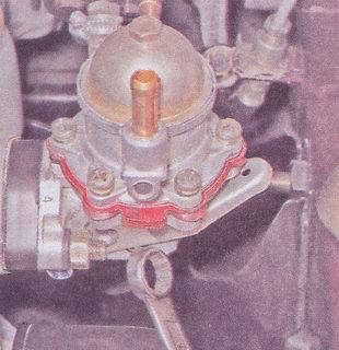 крепление бензонасоса к блоку цилиндров автомобиля ваз 2107