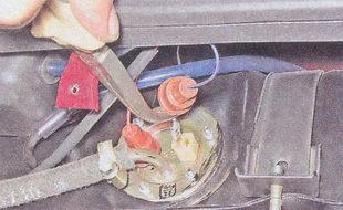наконечники проводов датчика указателя уровня топлива и резерва топлива ваз 2107