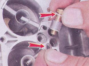 снятие клапана с распылителем