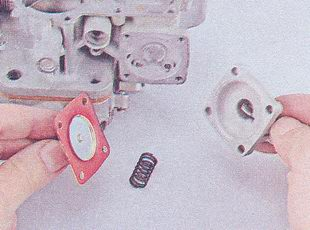 пружина - диафрагма ускорительного насоса