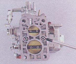 крепления корпуса дроссельных заслонок к корпусу карбюратора ваз 2107