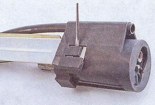 фиксатор электробензонасоса ваз 2107