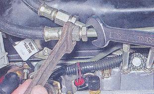 трубка слива топлива из топливной рампы