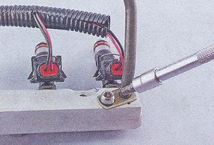 крепления трубки топлива к топливной рампе