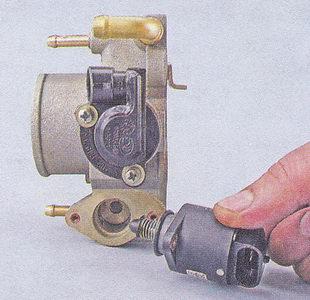 регулятор холостого хода ваз 2107 -  корпус дроссельной заслонки