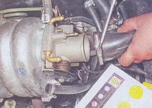 патрубок подвода воздуха к корпусу дроссельной заслонки