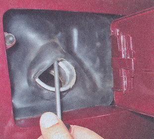 резиновый фартук горловины бензобака ваз 2107