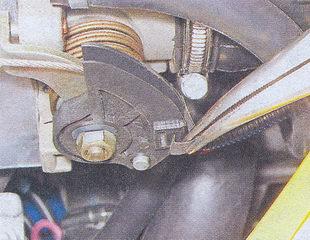 пружинный фиксатор привода дроссельной заслонки