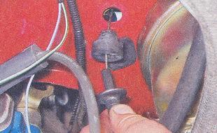 резиновая втулка - трос педали газа ваз 2107