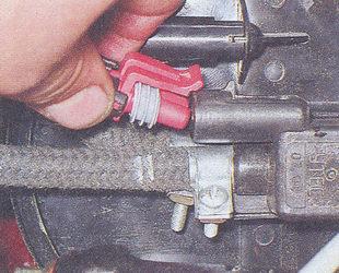колодка жгута проводов - клапан продувки адсорбера ваз 2107