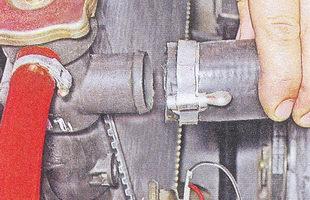 подводящий шланг верхнего патрубка радиатора ваз 2107