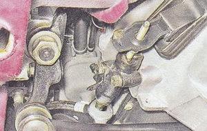 штуцер шланга рабочего цилиндра сцепления ваз 2107