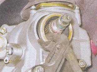 сальник вторичного вала коробки передач ваз 2107