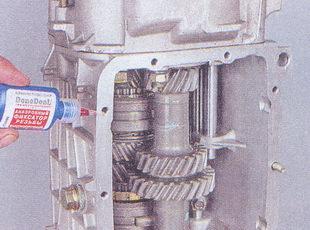 фиксирующий клей для шпилек крышки коробки передач ваз 2107