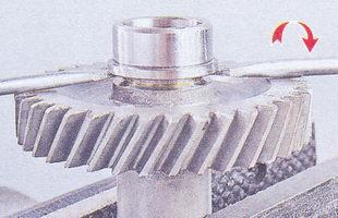 внутреннее кольцо заднего подшипника промежуточного вала, блок шестерен