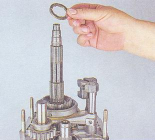 дистанционное кольцо вторичного вала кпп ваз 2107