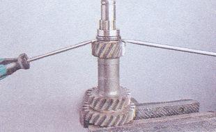 внутреннее кольцо заднего подшипника промежуточного вала кпп ваз 2107