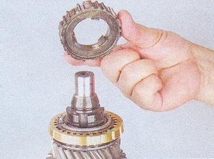 ступицу муфты синхронизатора кпп ваз 2107