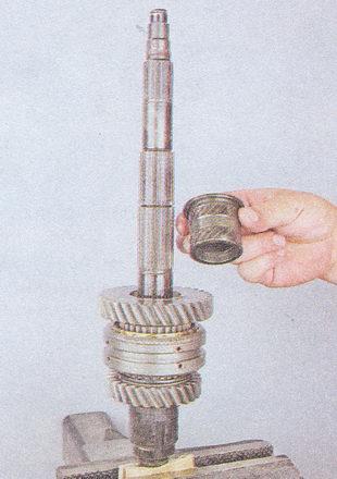 втулка шестерни вторичного вала кпп ваз 2107