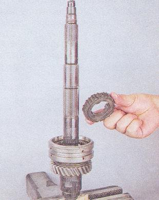 ступица муфты синхронизатора I и II передач кпп ваз 2107