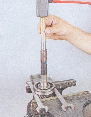 впрессовка первичного вала из внутреннего кольца подшипника