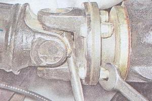 крепление карданного вала ваз 2107