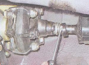 обойма сальника переднего карданного вала