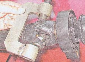 выпресовка подшипника из вилки карданного вала ваз 2107