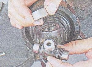 крестовина - карданная вилка ваз 2107