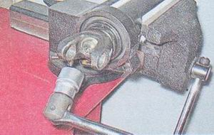 гайка переднего карданного шарнира