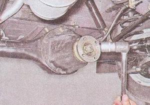 гайка крепления фланца хвостовика задний мост ваз 2107