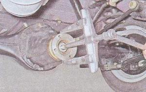 спрессовка фланеца хвостовика со шлицев ведущей шестерни редуктора ваз 2107