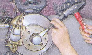 защитный колпак подшипника передней ступицы автомобиля ваз 2107