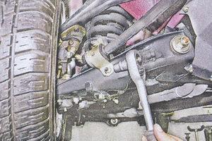 гайки крепления обоймы втулки стабилизатора поперечной устойчивости к нижнему рычагу