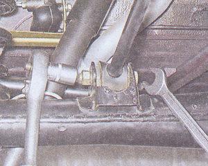 гайка болта крепления реактивной штанги к кронштейну заднего моста ваз 2107