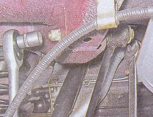 гайка болта крепления реактивной штанги к лонжерону кузова ваз 2107