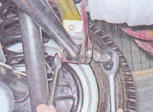 гайка болта крепления поперечной штанги к кузову ваз 2107