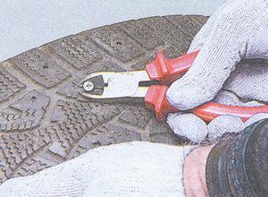 удаление предмета пробившего бескамерную шину