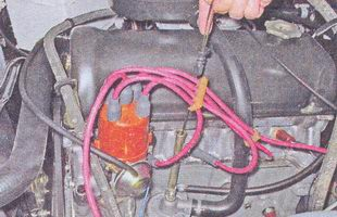 шуп проверки уровня масла в двигателе автомобиля ваз 2107