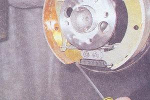 стяжная пружина тормозных колодок