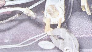 скоба фиксирующая тормозной шланг