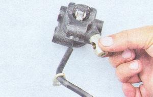 рычаг привода регулятора давления тормозов