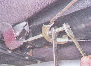 контргайка наконечника переднего троса ручного тормоза