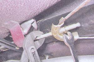 гайка наконечника переднего троса ручного тормоза