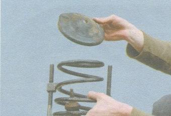 верхняя чашка и пружина передней стойки