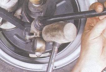замена передних стоек стабилизатора и втулок стабилизатора